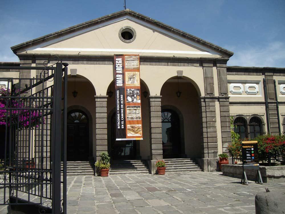 Empfangsgebäude-Auszenseite.