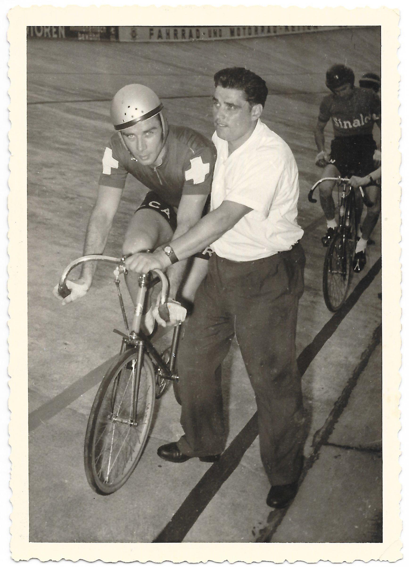 Hugo Koblet vor dem Start um 1955 Foto Siegbert Schmidt.