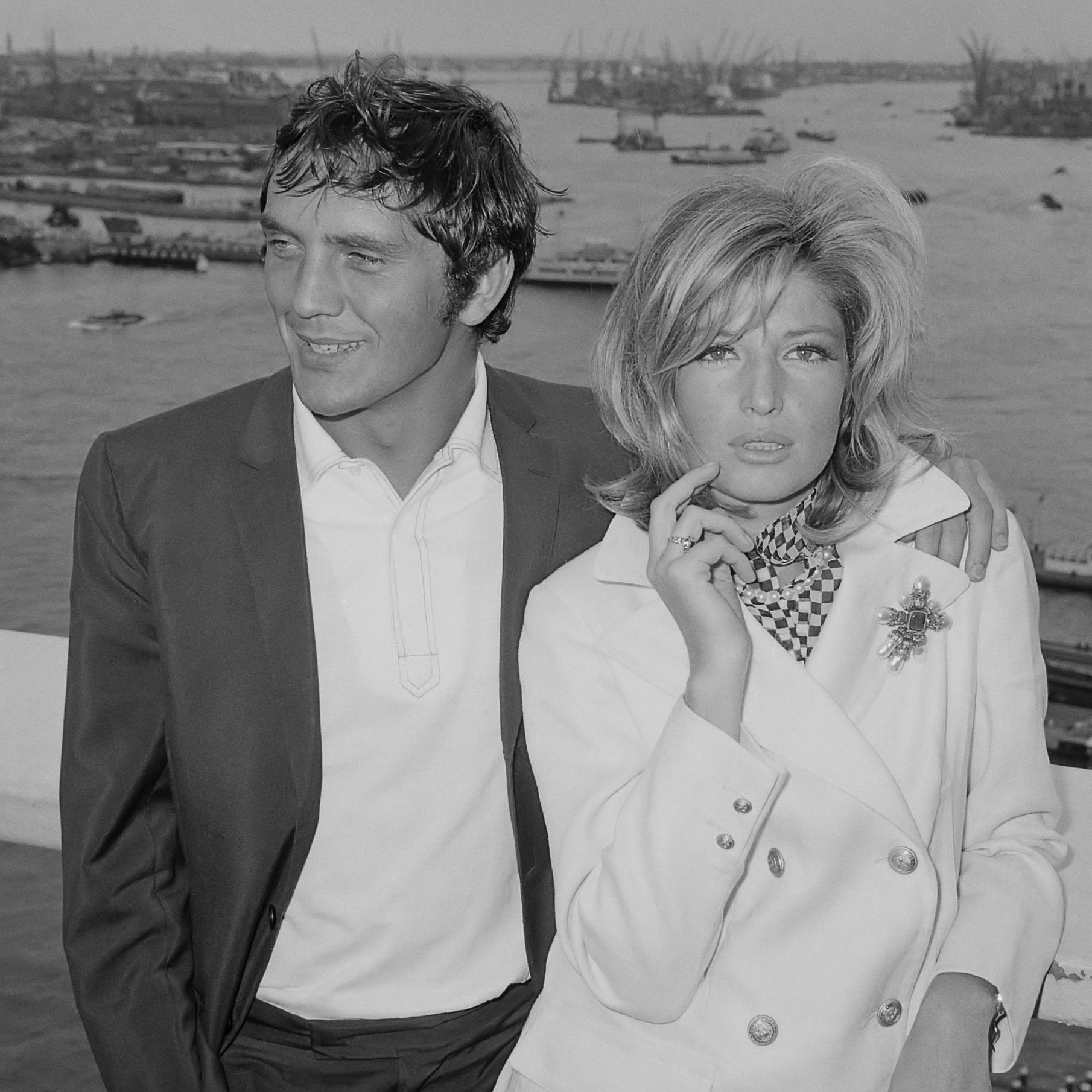 Terence Stamp und Monica Vitti in Modesty Blaise (1965).jpg