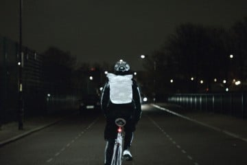 160911_VOLVO_CARS_LIFEPAINT_HELPS_CYCLISTS_BE_SEEN_WHEN_SUMMERTIME_ENDS