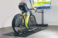 Bkool Smart Air – neuer Indoor-Trainer mit Neigung im Wiegettrit