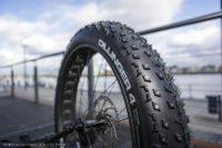 Stadt sponsert Spikereifen fürs Fahrrad