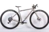 Curve Cycling erweckt Titanosaur zum Leben: 36er Gravel Bike für Große